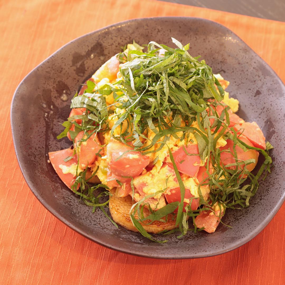 澤邉さん家の長いもとトマトとスクランブルエッグの大葉のせ