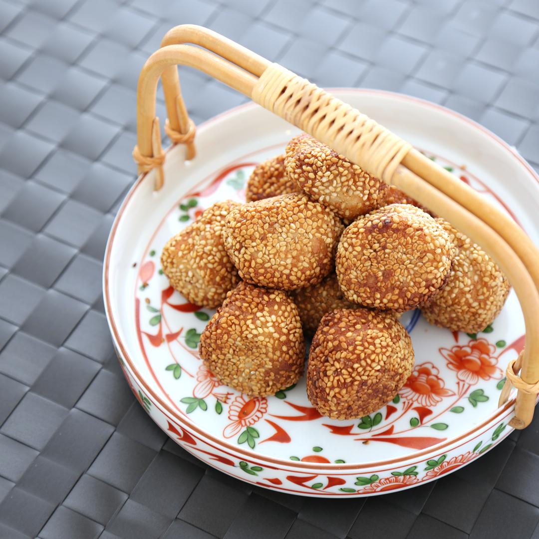 山本さん家の豆腐白玉のゴマ団子