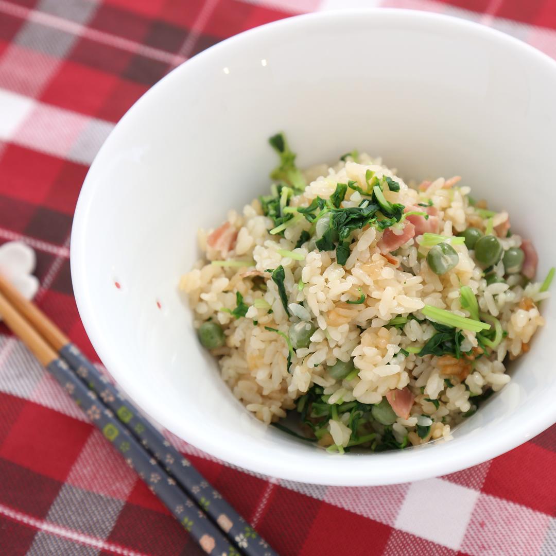 佐々木さん家の豆苗とグリーンピースの親子炊き込みご飯