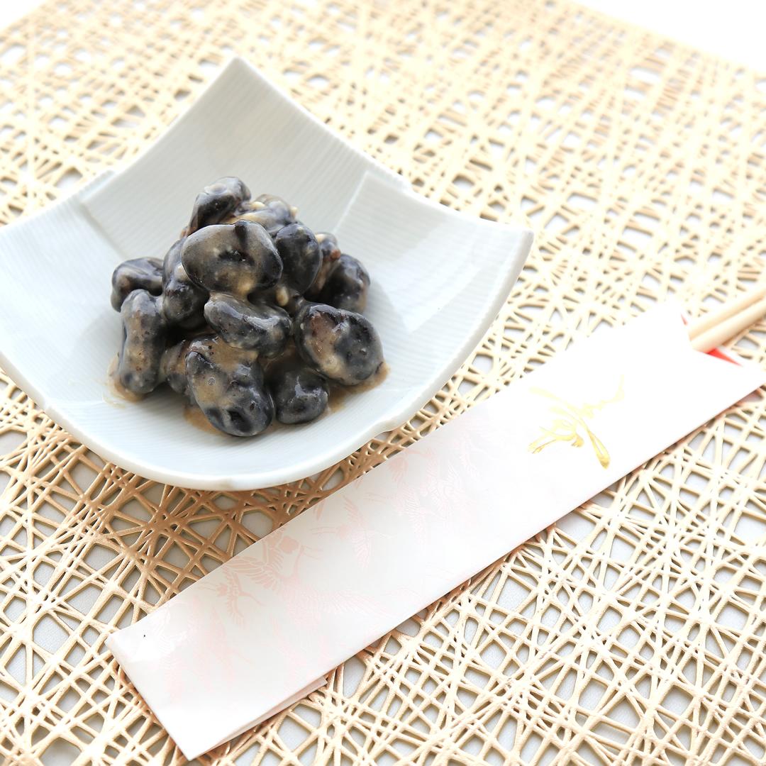丸山さん家の黒豆とクリームチーズのお正月風