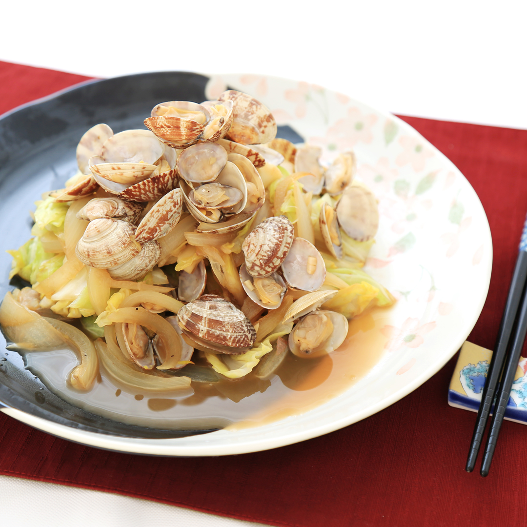 高田さん家の春キャベツとあさりのガーリックバター醤油炒め
