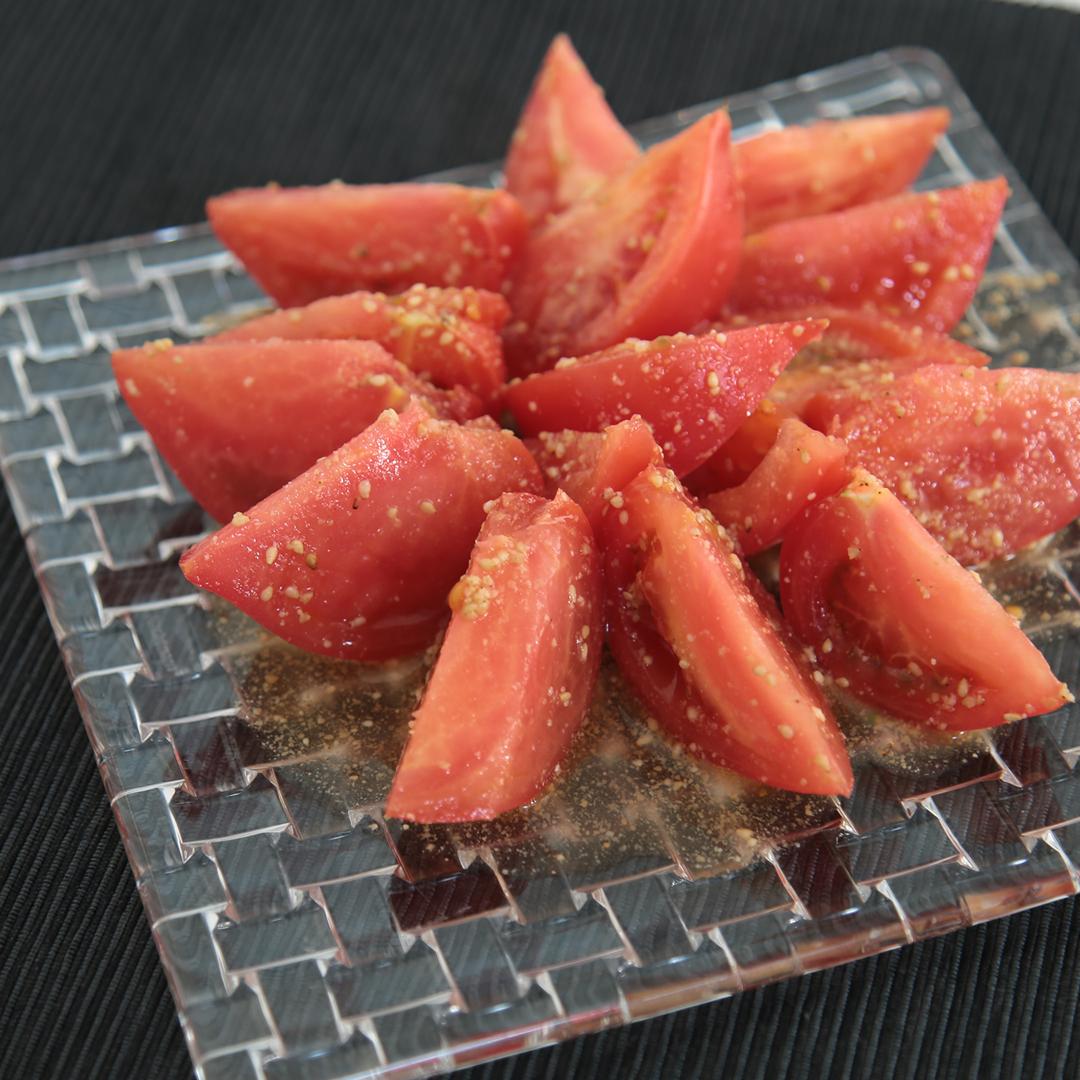 徳田さん家のトマトのシンプルサラダ