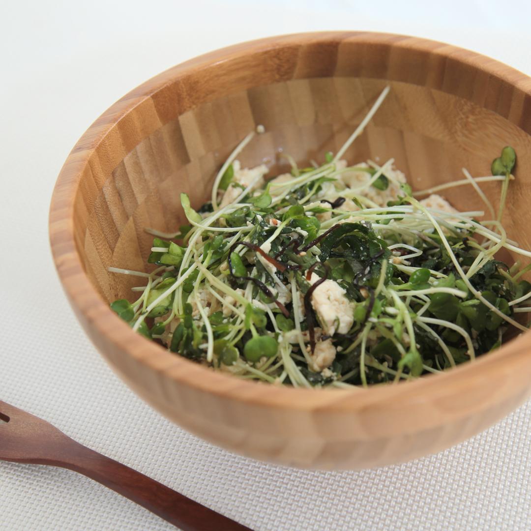 長谷川さん家の豆腐とかいわれと大葉のサラダ